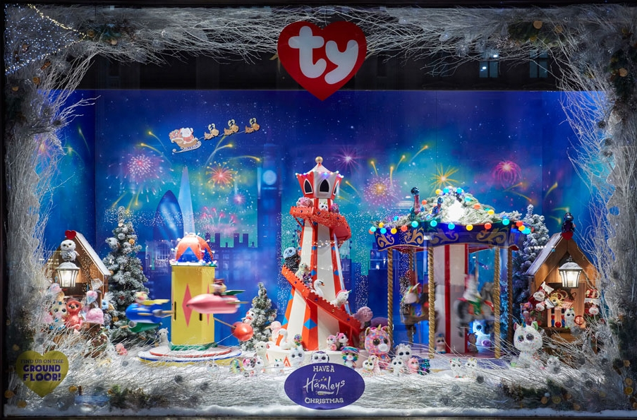 Hamleys-Carousel-window-.jpg