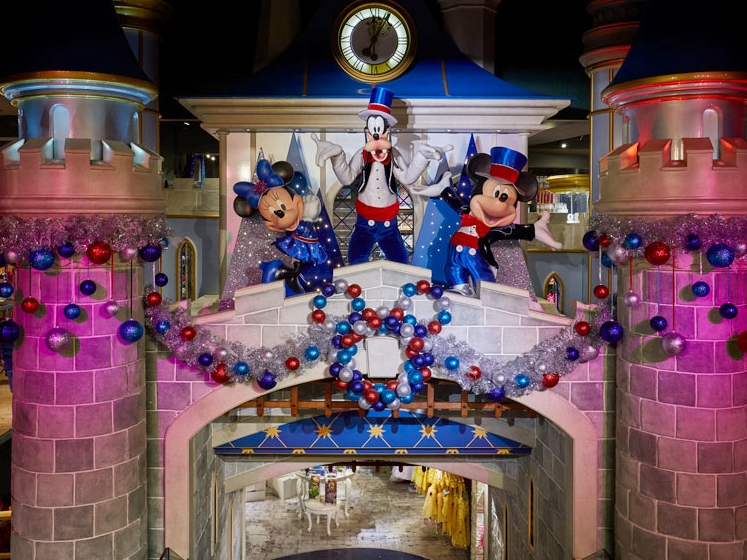 CHRISTMAS INSTORE FEATURES - DISNEY STORE    November 2018