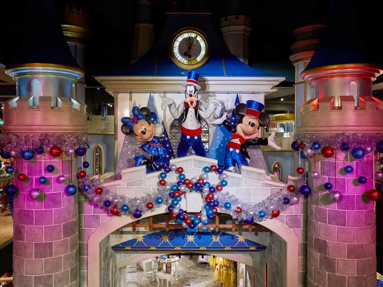 Christmas-Castle-&-Characters-.jpg