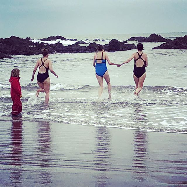 Yet again am late to the party.. but happy new year!! The first day of 2019 was perfect, sea swimming with pals!! It was... ummm.. exhilarating!! #beachlife #happynewyear #seaswimming #devonlife
