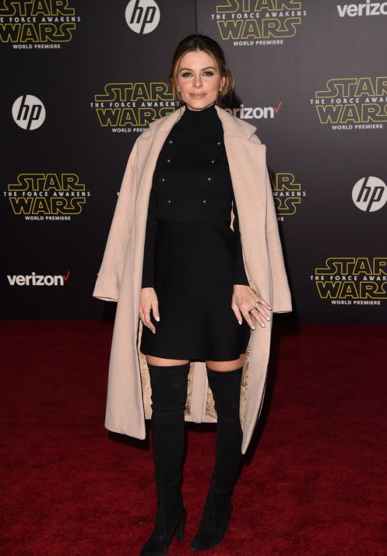 maria-menounos-star-wars-the-force-awakens-premiere-in-hollywood_1_thumbnail.jpg