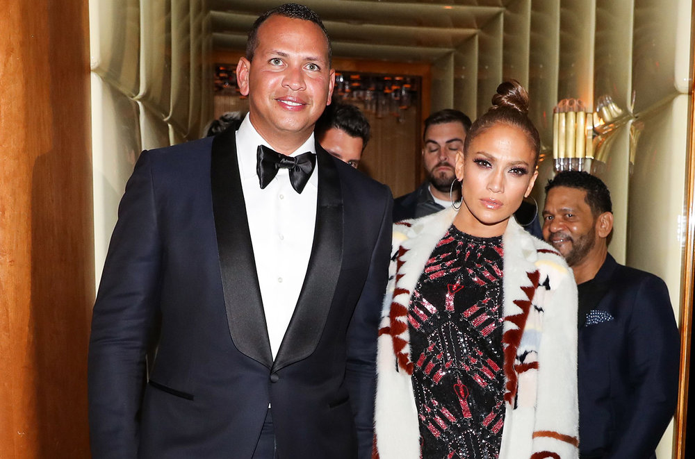 Jlo's top knot bun never fails and is always on point!