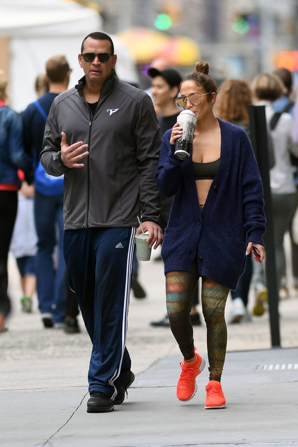 jennifer-lopez-and-alex-rodriguez-heading-back-home-after-workout-at-the-gym-in-nyc-08-29-2017-3.jpg