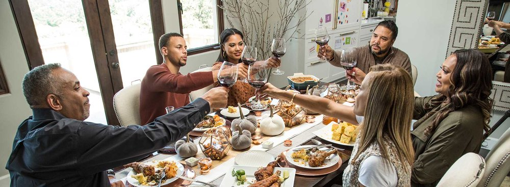 Steph and Ayesha Curry enjoying dinner with family and friends