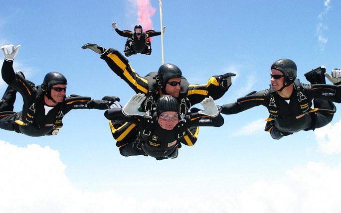 preview-full-George-H.W.-Bush-skydiving-90th-birthday-ftr.jpg