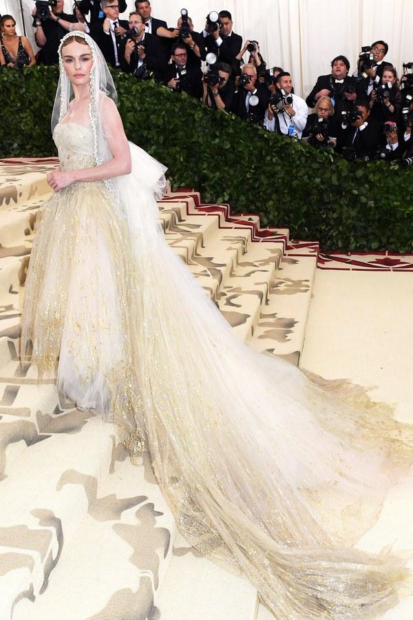 Kate Bosworth in Oscar de la Renta and Tacori jewelry