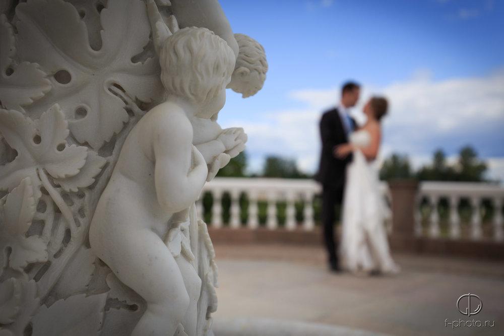 Жених и невеста с ангелочками