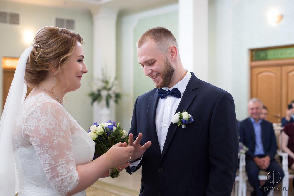 Кольца во время регистрации брака
