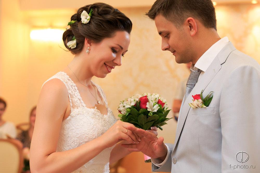 Кольца во время бракосочетания