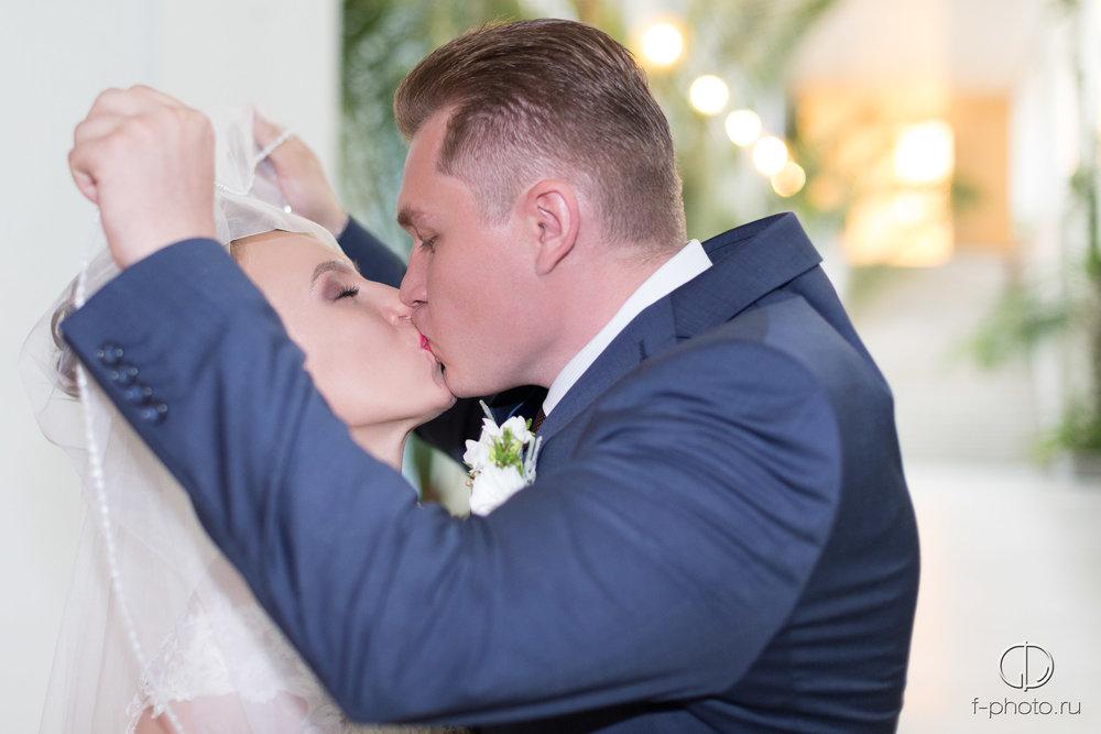 Первый поцелуй во время регистраци
