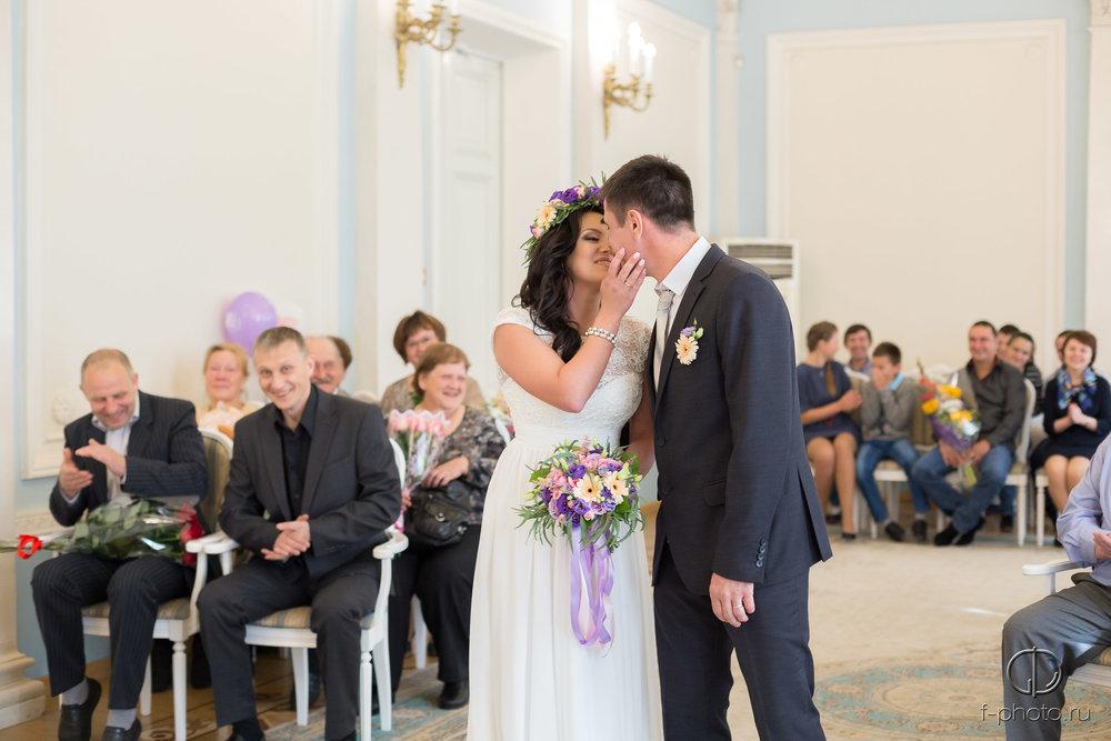 Первый поцелуй при бракосочетании
