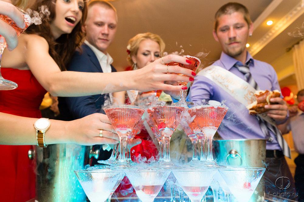 Гости с шампанским