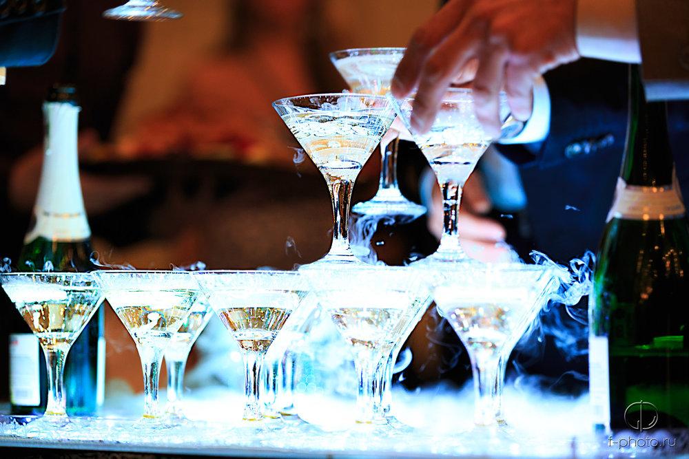 Горка с шампанским