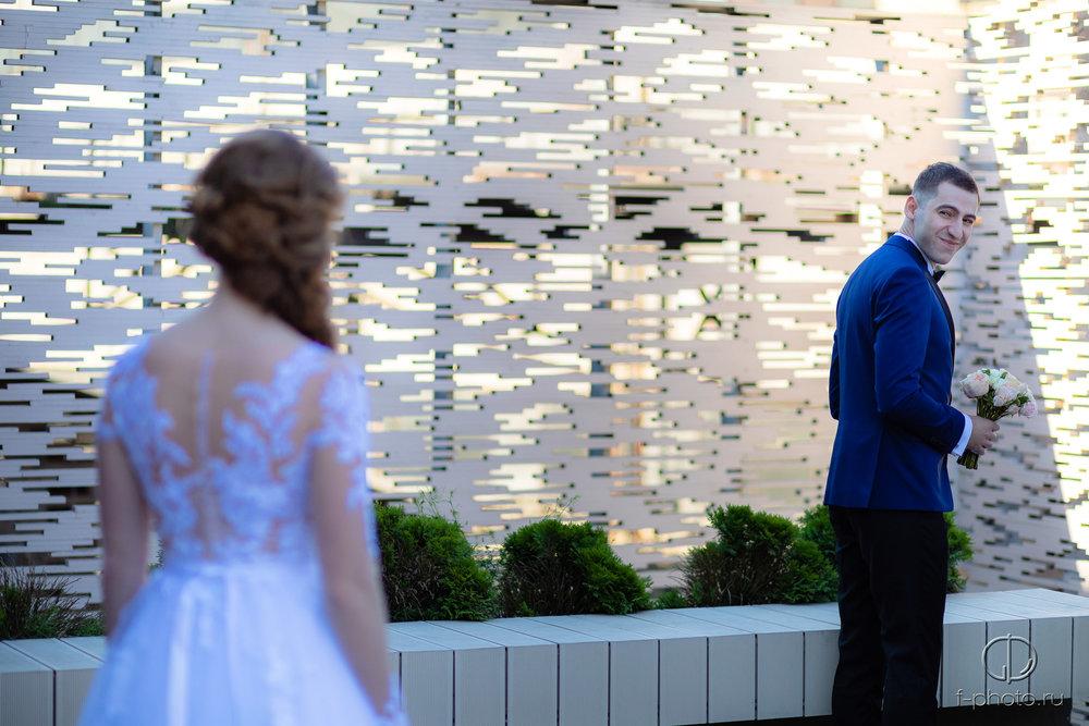 Первый взгляд жениха на невесту
