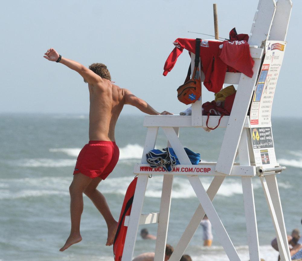 Lifeguard_jumping_into_action,_Ocean_City,_June_27_,2007.jpg