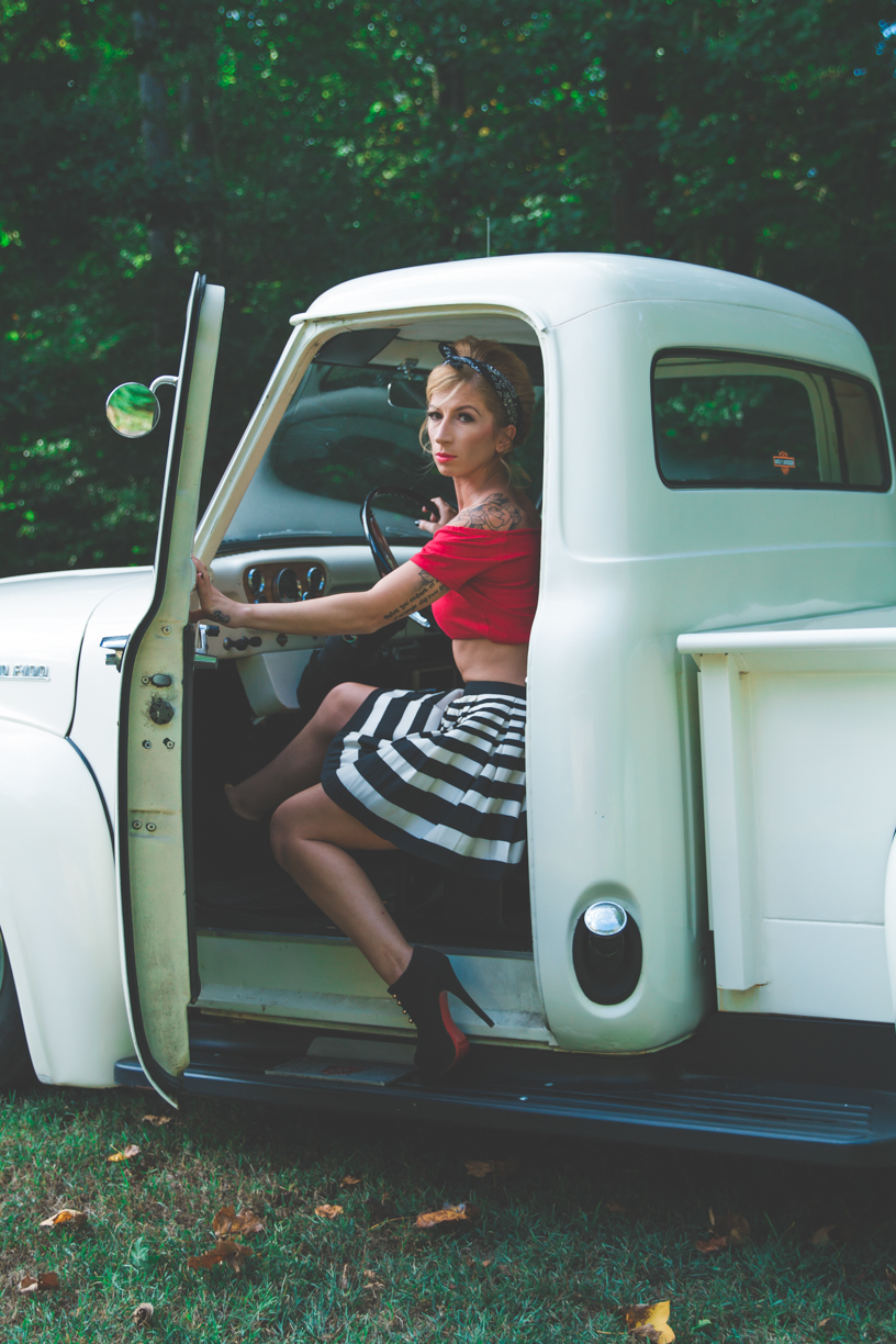 Pin up session white truck