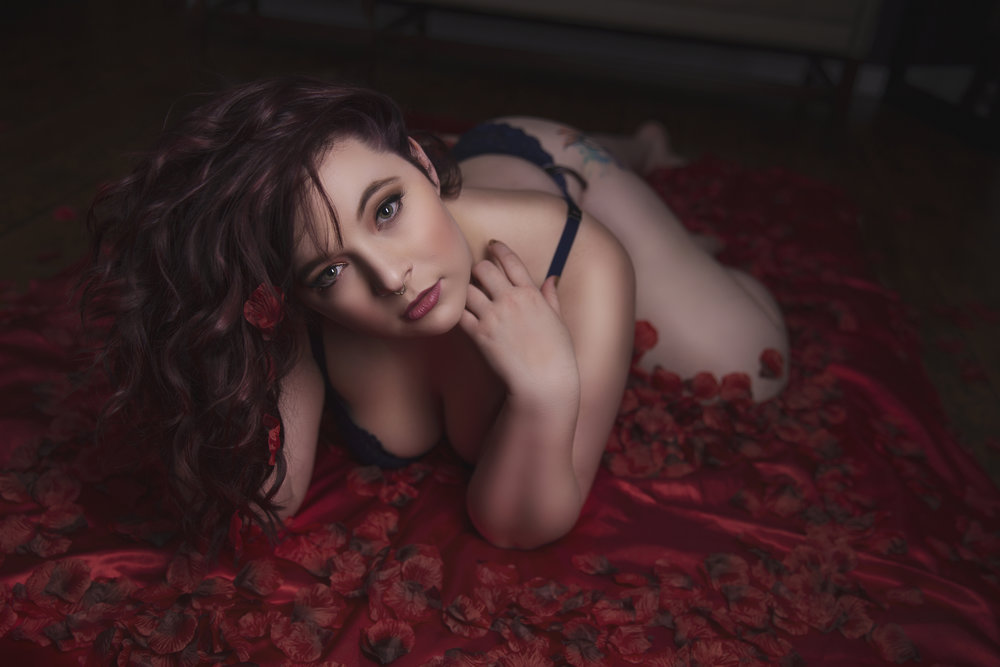 Boudoir photo red roses