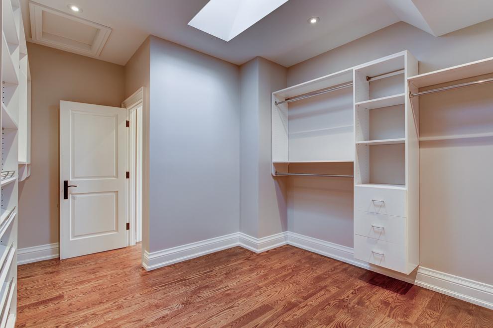 29 Walk-in closet.jpg