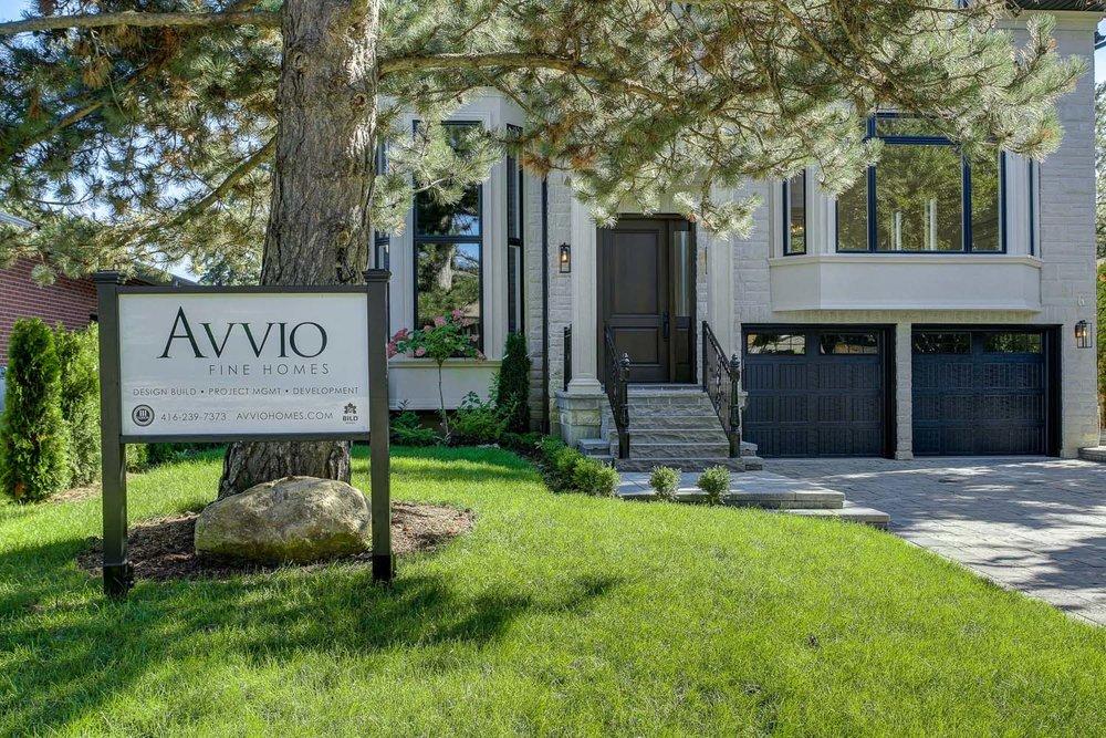 Toronto transitional custom home – front exterior
