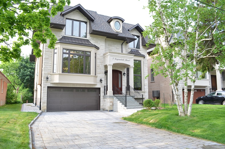 Willowdale transitional custom home front exterior