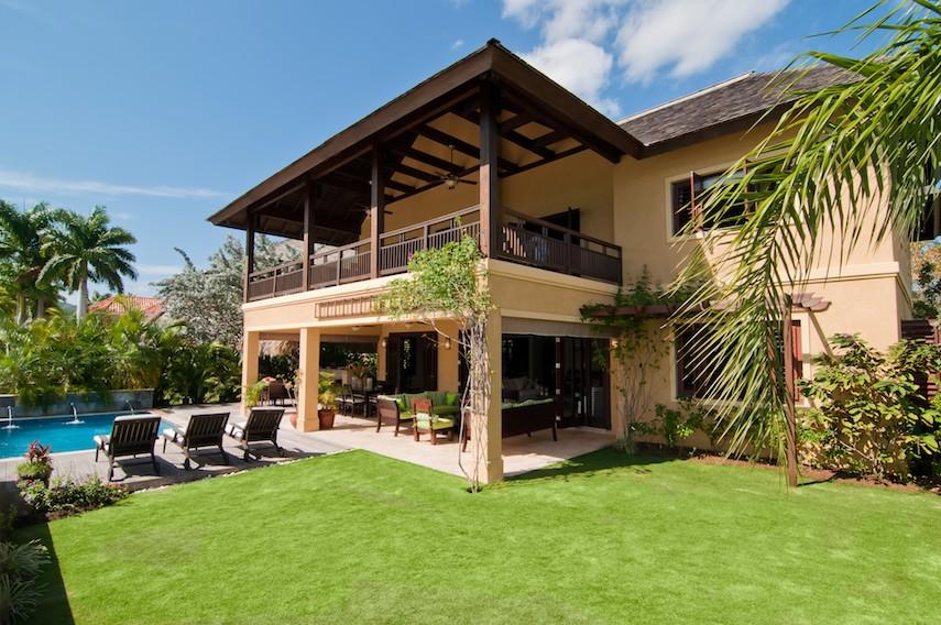 2.-Afimi-Villa_Montego-Bay-Villa_214849_2_small.jpg