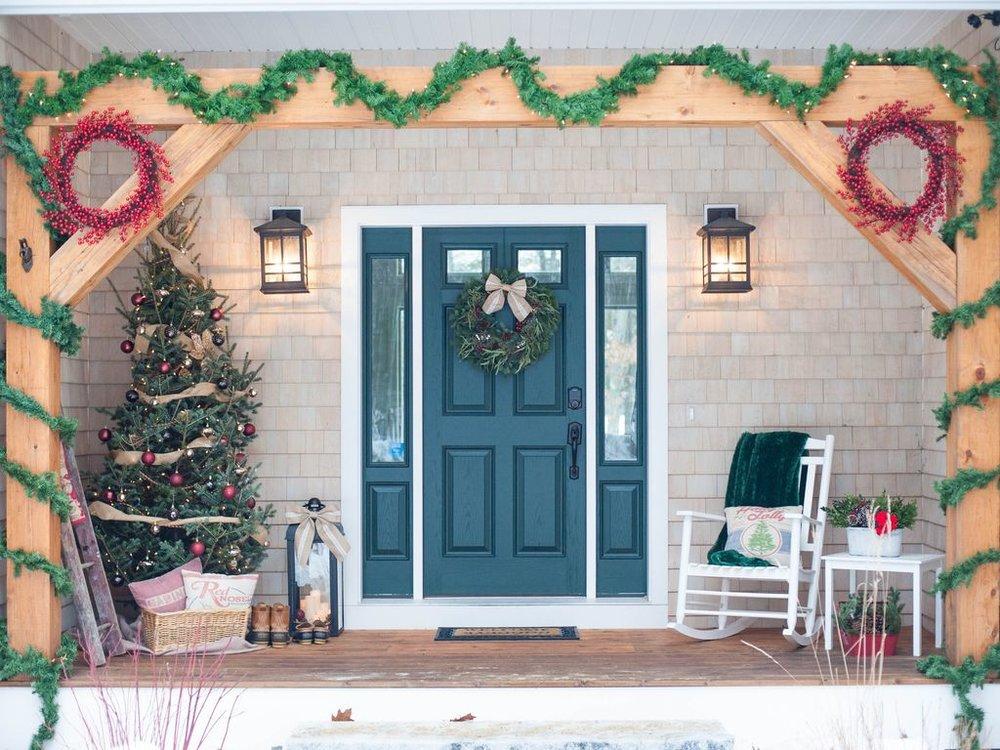 HolidayLakeHouse.jpg