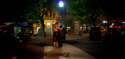 Night tango in the heart of the city.