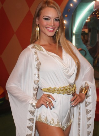 Zuleyka-Rivera-at-2014-Premios-Juventud-Awards--01-320x440.jpg