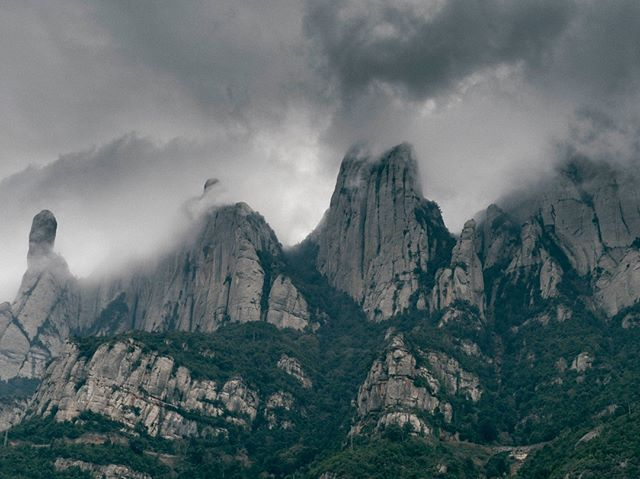The rugged peaks of Monserrat, out in Spain trying to shoot a spring/summer lookbook but the weather had different ideas. My favourite type of moody clouds! #clouds #storm #monserrat #mountains #peaks #explore #adventure #shoot #barcelona #spain #cycling #landscape