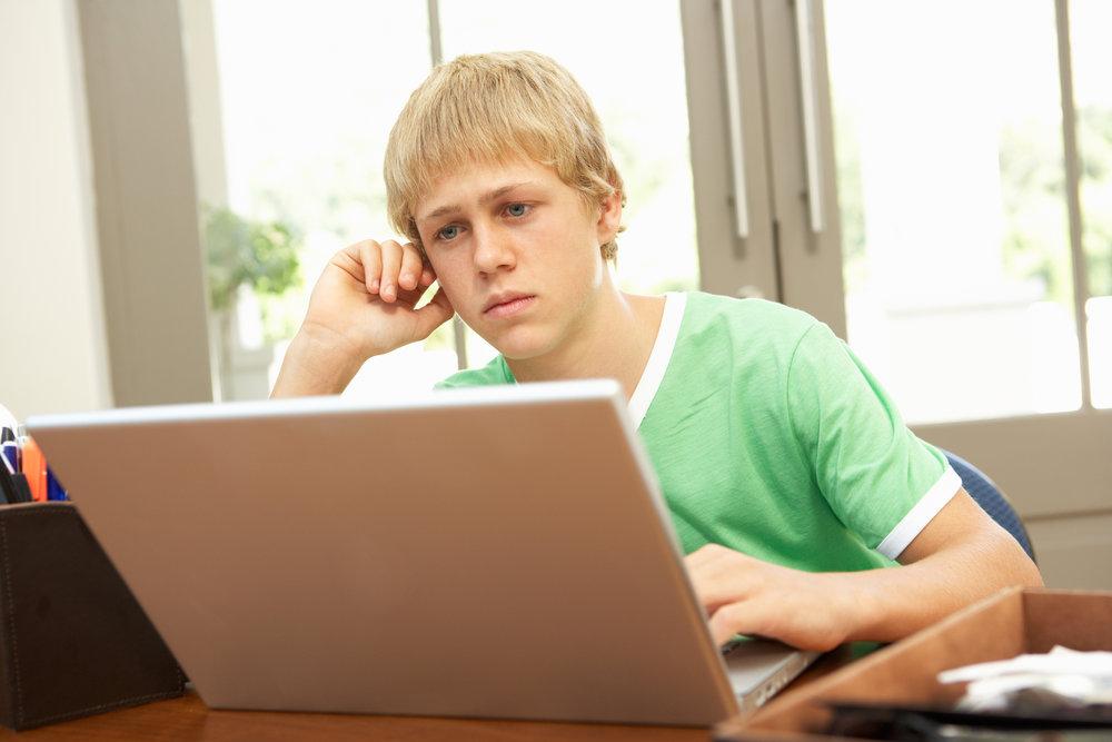 Teenage-boy-computer