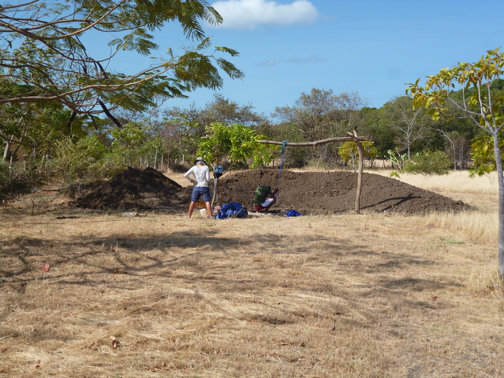 4 month later....New workers,next steps: Getting a real hole in the ground@UnaEscuelita