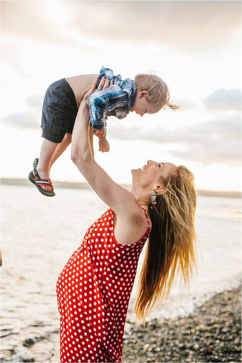 ELP_Seattle_Beach_Maternity_Session_0002.jpg