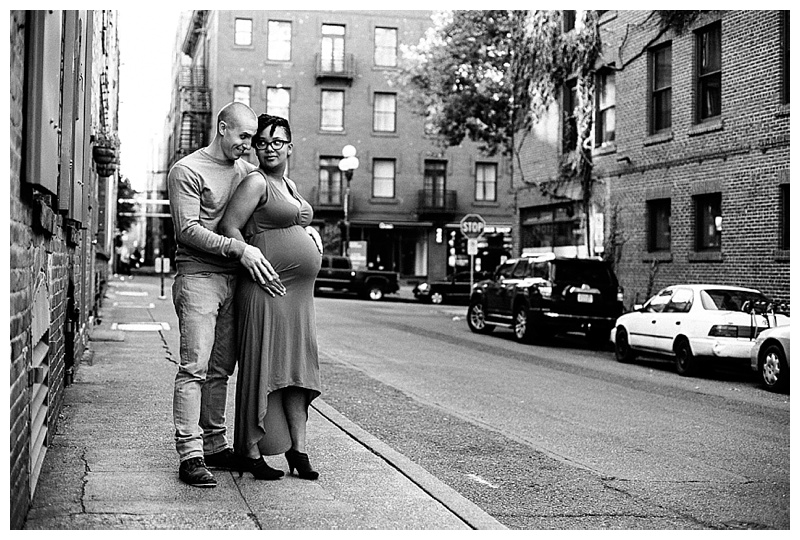 2017MaternitySession-Seattle-Downtown-EmilyLouisePhotography_0016.jpg