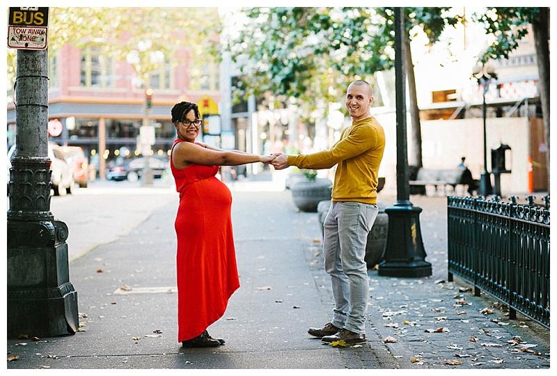 2017MaternitySession-Seattle-Downtown-EmilyLouisePhotography_0022.jpg