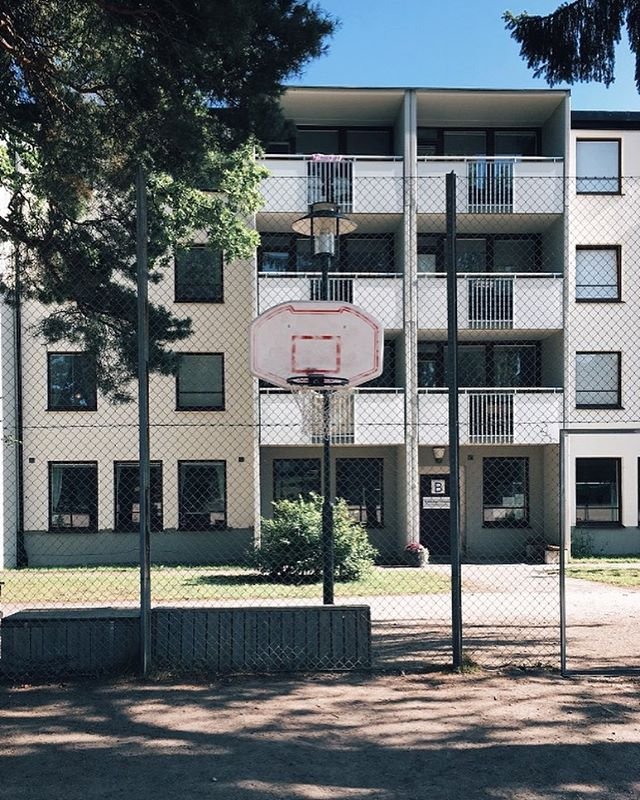 Looking outside the window dreaming about summer pick-up games ☀️⛹️‍♀️⛹️‍♂️ — #basketse #basketsthlm
