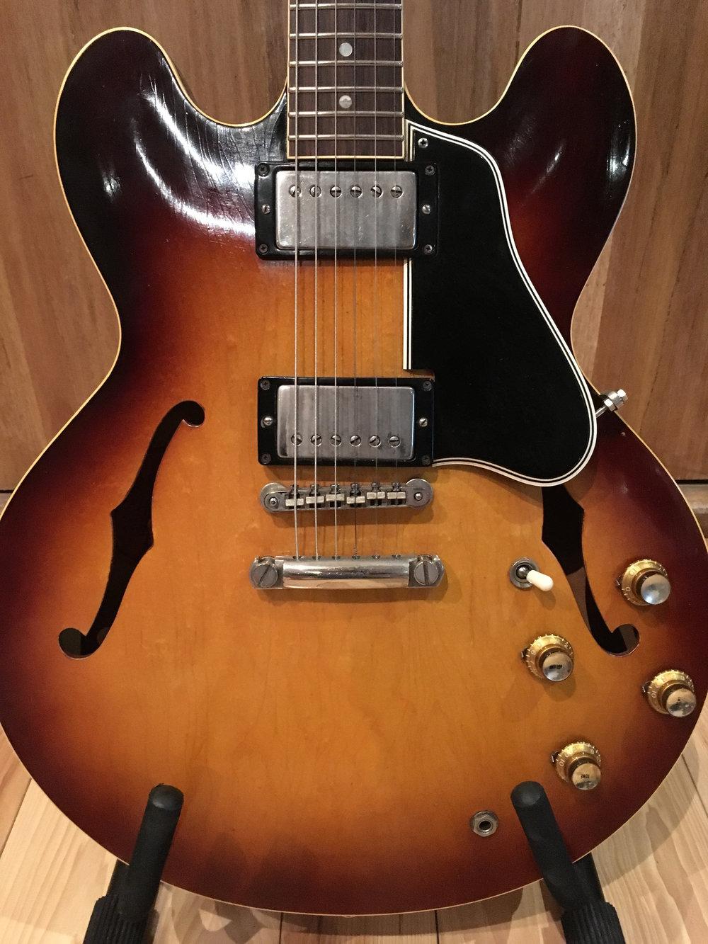 Gibson 335 (2).jpg