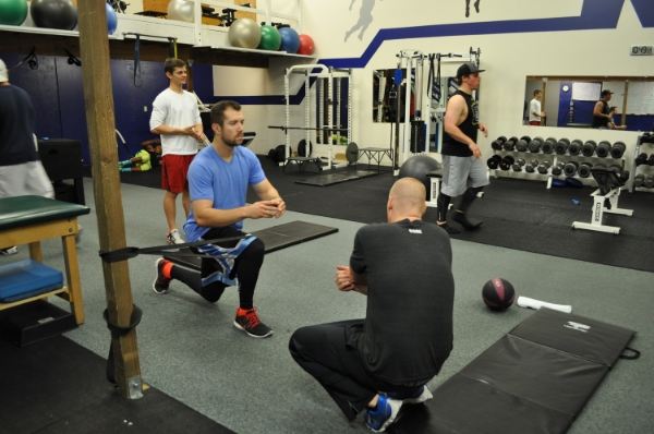 Valgus lunge for baseball strength training