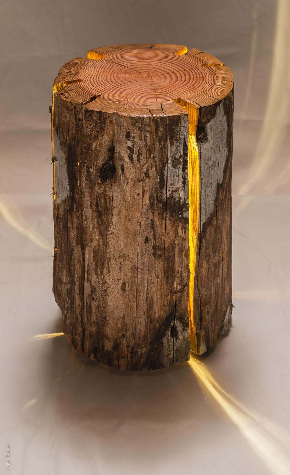 Artesanato Luminaria Madeira ~ Reciclagem de troncos de madeira rachados como luminárias u2013 Matéria Incógnita