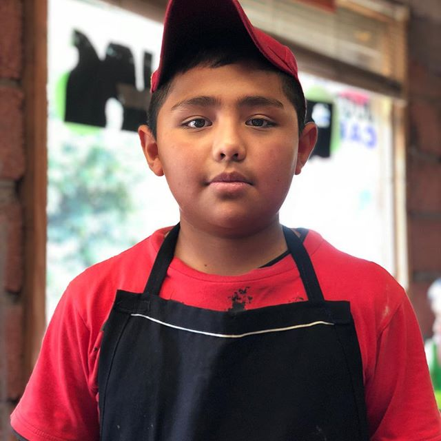 Un futuro chef !  Gran trabajado,esto si. #mexicanfood #portrait #iphoneonly • • • • • #mexico #naturallight #barbacoa #tacos  #asado #mexicanfood #portraitphotography #tacotuesday #portraitphotographer #visualcoop #portraits #mexican #mextagram #portraiture #mexico_maravilloso #colombia #portraitpage #portraitmood #mexigers #windowlight #cancun #lookslikefilm #taco #ig_mexico #loveauthentic #makeportraits