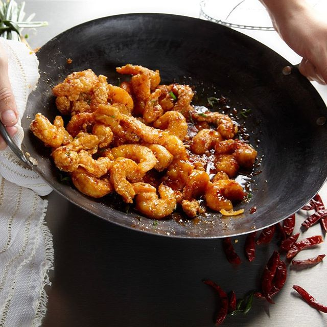 Shrimps in a Wok. Comida orientale. Sabores espaciados. Yumm! • • • • • #pepper #shrimp #spicy #sauce #foodhunter #red #oriental #shrimps #canonphotography #indonesianfood #salt #orange #spicyfood #jadida #chili #Khouribga #saidia #spice #mohammedia #koreanfood #marokko #hotsauce #marrakesh #chicken #noodles #maghreb #oujda #mexico #flavorissimo