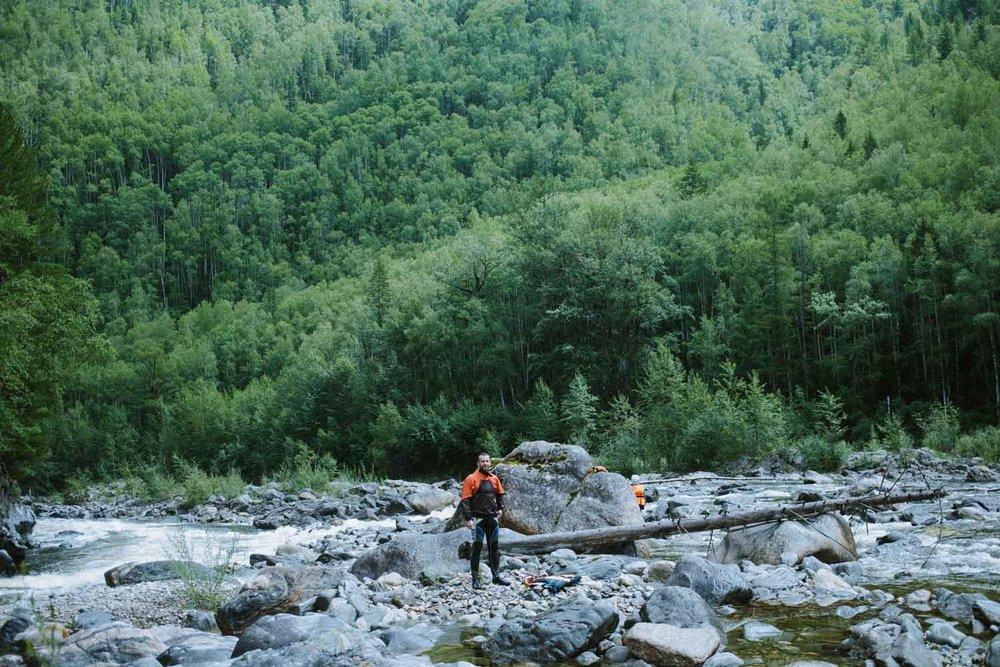 Костя перед стартом. Костя — капитан нашего катамарана, мощный водник, который ходил на 5-6 реки в России, Узбекистане и Турции. С ним спокойно и ясно что делать