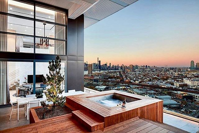 #tubcrushtuesday 🛁💕(regram @thewilliamvale) #thewilliamvale #williamsburg #brooklyn #skyline #suite #view #roomwithaview