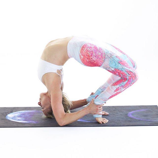 Find your inspiration. Get through those tough days. Anything that can help you step on the mat. Sometimes having a beautiful and inspirational mat and matching pants can help the cause. #yogapants #livesankalpa #yoga #yogalove #yogi #stopdropyoga #yogaeverywhere #yogaeverydamnday #instayoga #igyogi #igyoga #asana #meditation #stopdropyoga #practiceandalliscoming http://ow.ly/rAkl30dWye2