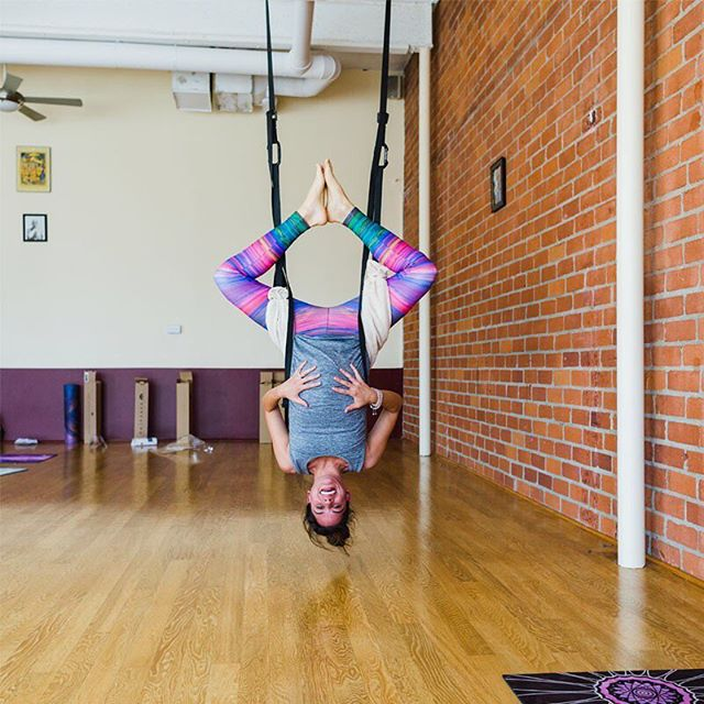 Cofounder and Chief Artist at @livesankalpa @elysenickell is the coolest.  She's the most friendly and humble soul.  Seen here hanging upsidedown in the third trimester of her pregnancy.  Can't even tell ;). Sporting leggings designed by the talented crew @cyogalab using the awesome equipment @omkar108yoga.  #yogapants #livesankalpa #yoga #yogalove #yogi #stopdropyoga #yogaeverywhere #yogaeverydamnday #instayoga #igyogi #igyoga #asana #meditation #stopdropyoga #practiceandalliscoming