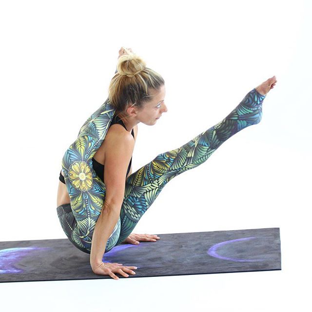 Eka Pada Sirshasana? No problem when you got @angelakukhahn as your model ;). Sporting paradise yoga pants designed by @jbgart on the Blue Moons yoga mat designed by @shaylenamanda  #yogapants #livesankalpa #yoga #yogalove #yogi #stopdropyoga #yogaeverywhere #yogaeverydamnday #instayoga #igyogi #igyoga #asana #meditation #stopdropyoga #practiceandalliscoming