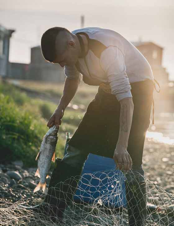 Tek is an Inuvialuit community that largely follows a traditional Western Canadian Inuit lifestyle of hunting, fishing, and foraging