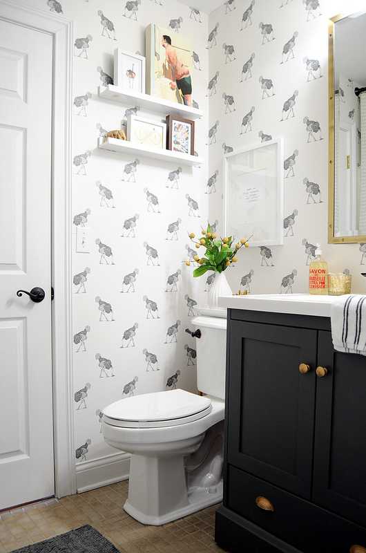 This brilliant bathroom was updated by Emily @ gohausgo.com