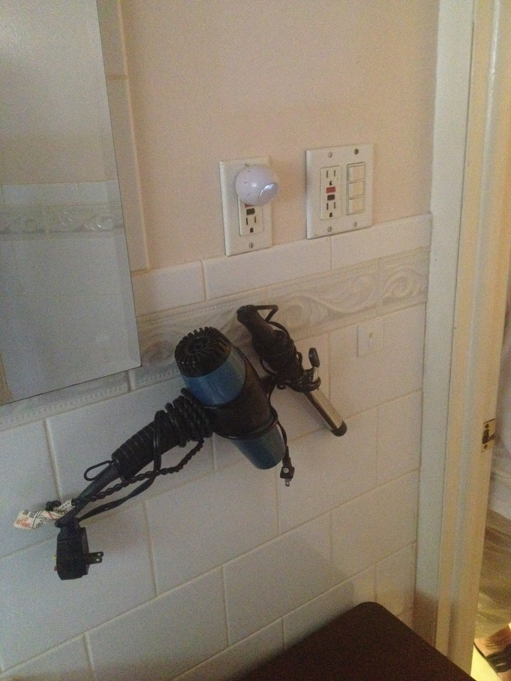 bathroom wall to right of sink.JPG