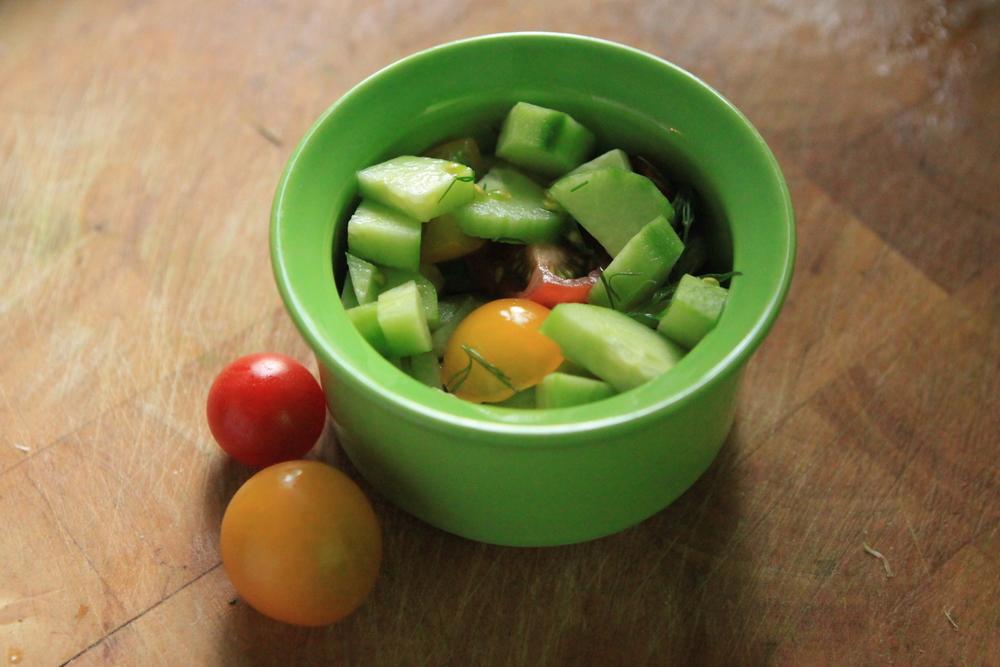 This was a perfect summer salad starter: Ensalada de pepinos y tomates.