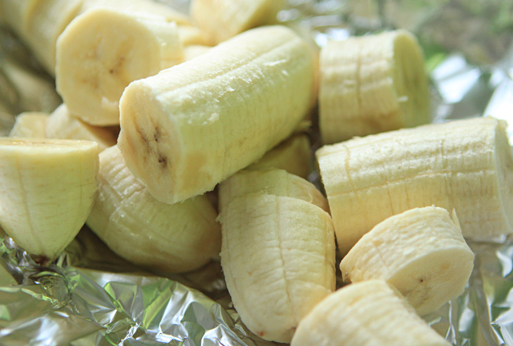 Place the banana slices on tinfoil and freeze for a couple hours. It doesn't take them long to get nice and frosty!